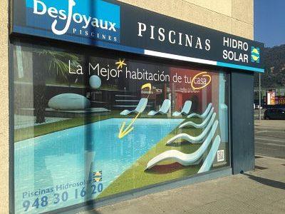 Ubicación y contacto Piscinas Hidrosolar fachada con vinilo
